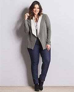 Blazer Cinza e Calça Jeans Reta Plus Size