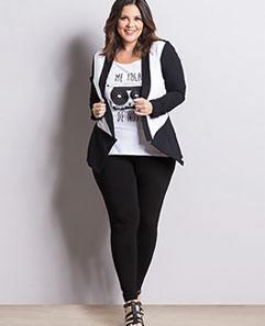 Blazer Preto e Branco e Regata Branca e Legging Preta Plus Size