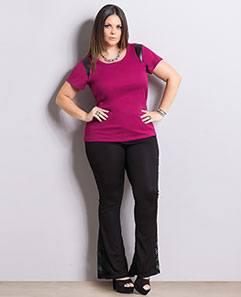 Blusa com Cirrê e Calça Flare com Renda Plus Size