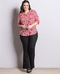 Camisa Floral Vermelha e Calça Flare Básica Plus Size
