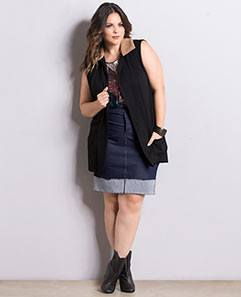 Colete Preto com Regata Estampada e Saia Azul Plus Size
