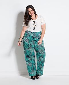 Blusa Branca Metalizada e Calça Pantalona Folhagem Plus Size
