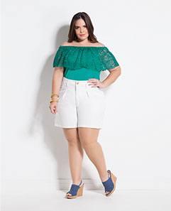 Blusa Ciganinha Turquesa e Short Amplo Branco Plus Size