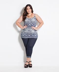 Blusa de Alças Étnica e Calça Cropped Plus Size
