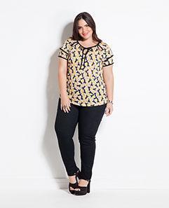 Blusa Estampa Tucanos e Calça Jegging Preta Plus Size