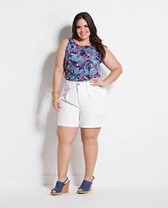 Blusa Estampada Decote Trapézio e Short Amplo Branco Plus Size