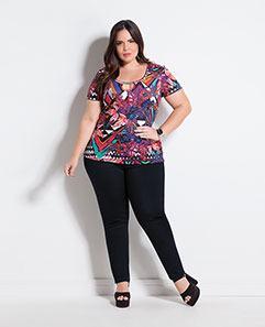 Blusa Floral e Geométrico e Calça Jegging Preta Plus Size