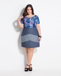 Blusa Floral e Xadrez e Saia Jeans Recortes Plus Size