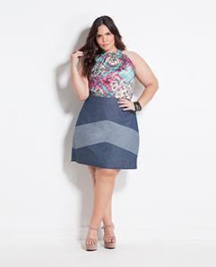 Blusa Frente Única Floral e Saia Jeans Recortes Plus Size