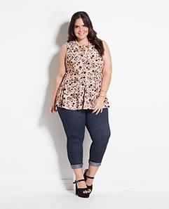 Blusa Peplum Floral e Calça Cropped Plus Size