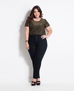 Blusa Preta Metalizada e Calça Jegging Preta Plus Size