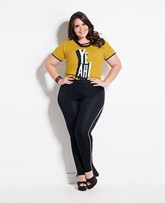 T-shirt Mostarda e Legging Preta com Detalhe Plus Size