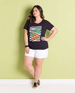 T-shirt Plus Size Preta e Short Branco