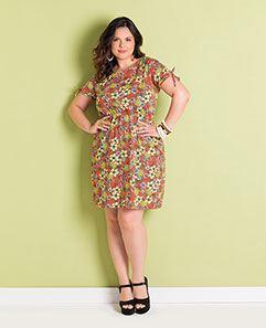 Vestido Estampa de Flores e Abacaxis Plus Size