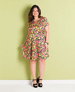 Vestido Estampa de Frutas Plus Size