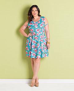 Vestido Floral e Tule Plus Size