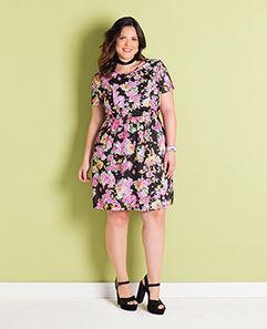 Vestido Floral Escuro Plus Size