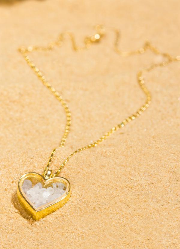 Gargantilha Dourada com Pingente de Coração - Moda Pop 8dcbd48fea