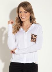 Camisa em Malha Branca com Bolso Estampado