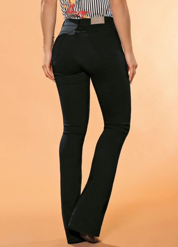 da483aa44 Sawary Jeans - Calça Flare Sawary com Bolsos Preta - Sawary Jeans
