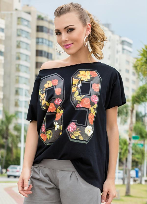 df7ecdf720 Camiseta Decote Canoa Preto Estampada - Queima de Estoque