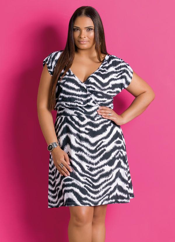0928d125d3 Marguerite - Vestido de Manga Curta Estampa Zebra Plus Size - Marguerite