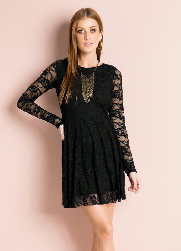 Vestidos de renda preto curto