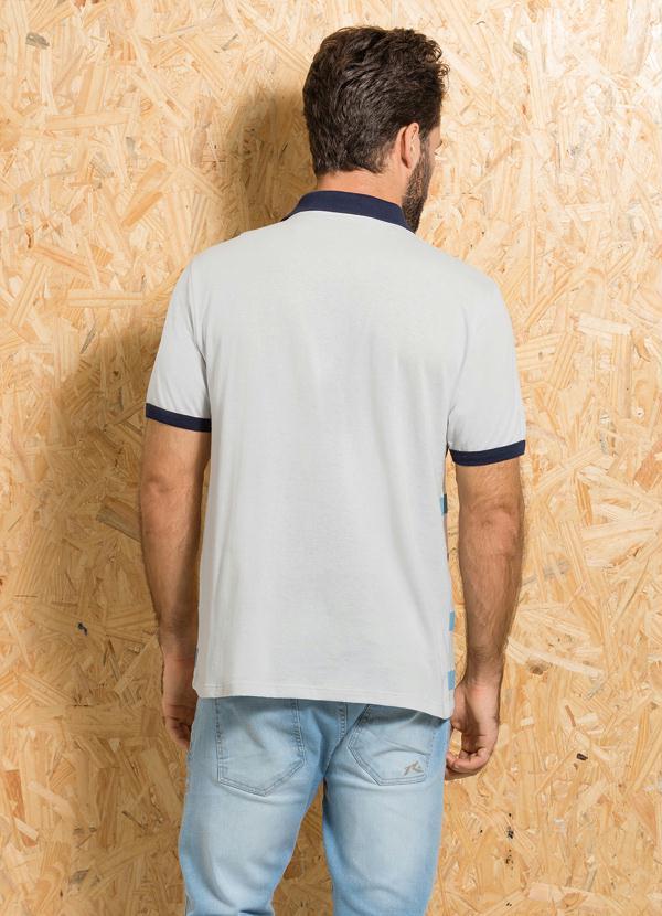 Queima de Estoque - Camisa Polo Gelo com Estampa de Listra e Escrita ... 80d54ddff833a