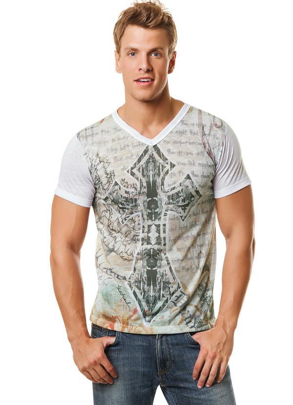 Excepcional Camiseta Masculina Estampa Cruz - Queima de Estoque WR24