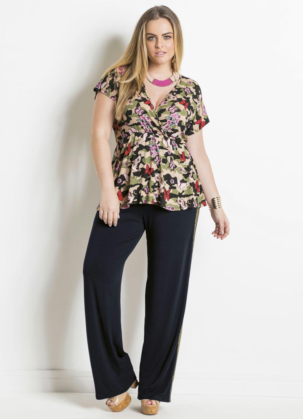 abdeff8b09 Blusa Transpassada Camuflada Plus Size Quintess - Quintess Outlet
