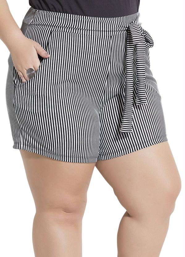 180c8c4eb2910c Marguerite - Shorts Listrado com Bolsos Plus Size Marguerite