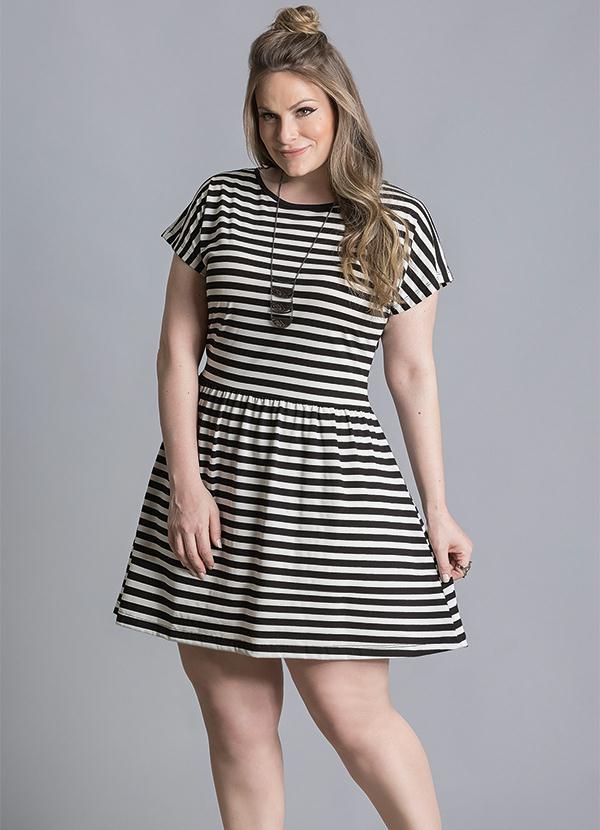 9b9e80b63 Quintess - Vestido Listrado Preto e Branco Plus Size - Quintess
