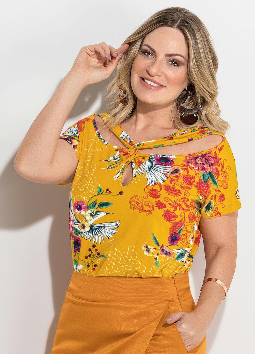 610f6b57b Blusa Estampada Amarela com Transpasse Plus Size - Quintess