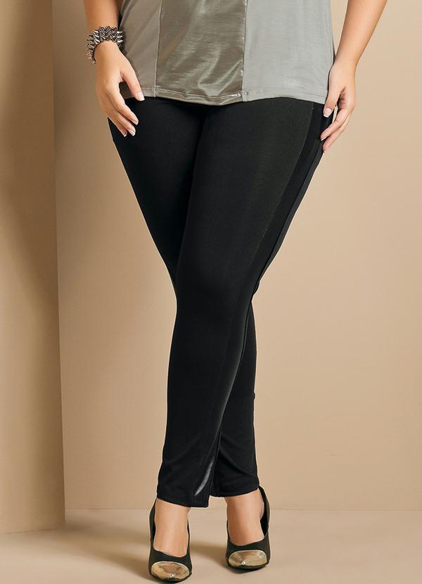 352595295 Calça Legging com Recortes Plus Size Preta - Quintess
